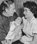 Elizabeth Taylor mit ihrem zweiten Ehemann und Baby.