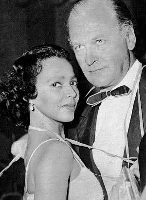 Curd Jürgens mit Schauspielkollegin Dorothy Dandridge in Cannes 1958.