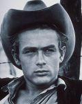Der Schwarm aller Frauen - mit Cowboyhut und ernstem Blick.