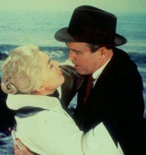 """James Stewart küsst Kim Novak in """"Vertigo - Aus dem Reich der Toten"""""""