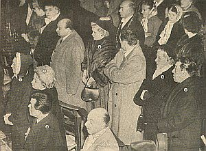 Beerdigung der Mistinguett, ganz rechts Fernandel