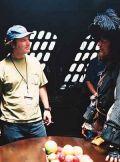 Gore Verbinski mit Geoffrey Rush am Set von: Der Fluch der Karibik