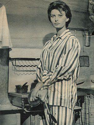 Sophia Loren im Pyjama