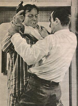 Film Revue, Dezember 1959, Jahrgang 13, Nr.25, S. 46, Alfred Ryder, Gig Young, Sensation auf Seite eins (retro)