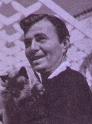 James Mason vor der ehemaligen Villa von Buster Keaton