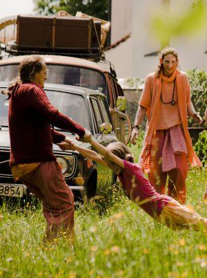 """Glückliche """"Familie"""": Georg Friedrich, Amber Bongard und Wiebke Puls in """"Sommer in Orange"""""""
