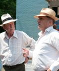 "John Hurt und Robert Duvall in ""Jayne Mansfield's Car"""