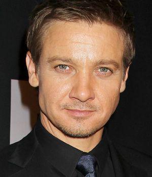 """Jeremy Renner schick in Schwarz auf der Premiere von """"Das Bourne Vermächtnis"""""""