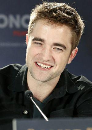 """Robert Pattinson bei der Berliner Pressekonferenz zu """"Breaking Dawn - Biss zum Ende der Nacht (Teil 2)"""""""