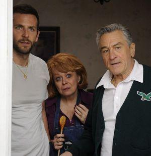 "Bradley Cooper, Jacki Weaver und Robert De Niro in ""Silver Linings"""