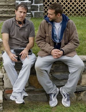 Regisseur David O. Russell mit Hauptdarsteller Bradley Cooper am Set