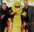 Schnecken in Anzügen: Oliver Welke und Oliver Kalkofe posieren