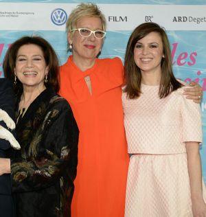 """Doris Dörrie mit Darstellerinnen Hannelore Elsner und Natalia Avelonauf der Premiere von """"Alles inklusive"""""""