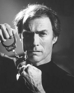 Clint Eastwood, Der Wolf hetzt die Meute (Szene 04) 1984