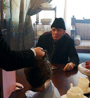 Gangster Bruno Ganz bekommt einen Untergebenen zurück...