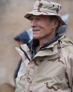 "Clint Eastwood am Set von ""American Sniper"""
