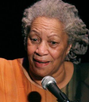 "Toni Morrison bei einer Rede in ""A Tribute to Chinua Achebe - 50 Years Anniversary of 'Things Fall Apart'"" in New York"