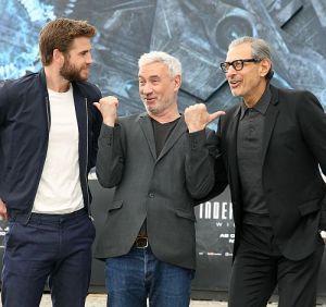 """Liam Hemsworth, Roland Emmerich und Jeff Goldblum in Berlin (""""Independence Day: Wiederkehr"""")"""