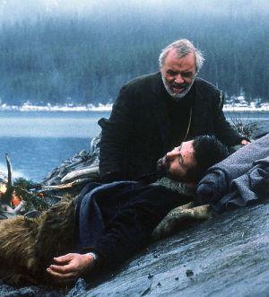 Alec Baldwin und Anthony Hopkins in Auf Messers Schneide - Rivalen am Abgrund (The Edge, 1998)