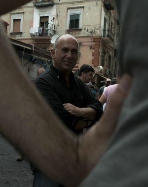 """Ferzan Özpetek am Set von """"Das Geheimnis von Neapel"""""""