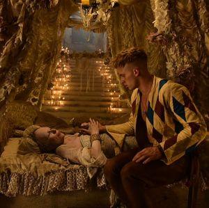 """Sunnyi Melles & Jannis Niewöhner in """"Narziss und Goldmund"""" (2020)"""