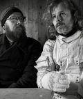 """Sebastian Horn & Gerd Baumann in """"Dreiviertelblut - Weltraumtouristen"""" (2020)"""