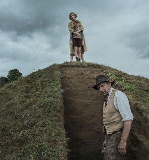 "Carey Mulligan & Ralph Fiennes in ""Die Ausgrabung"" (""The Dig"", 2021)"