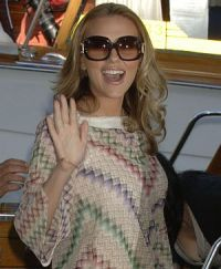 Scarlett Johansson bei der Ankunft am Lido 2006